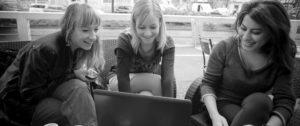 hipster-girls-working